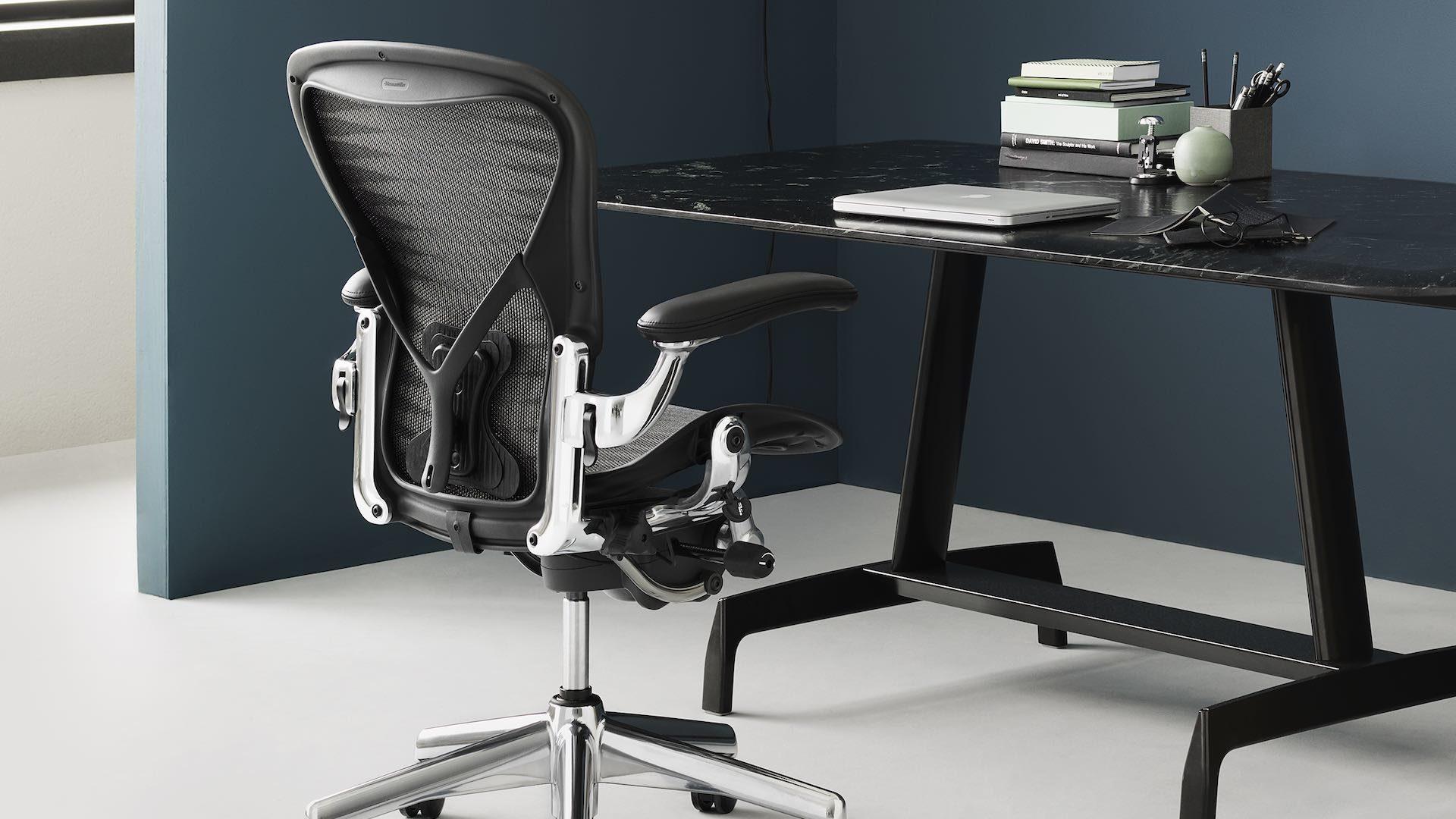 Classic Aeron Chair & AGL Table